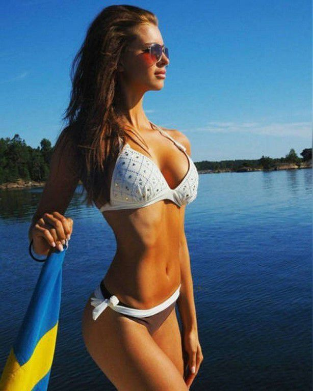 Bikinis Girls (82 Photos)