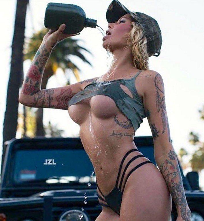 Tatouées et sexy #18 (65 Photos)