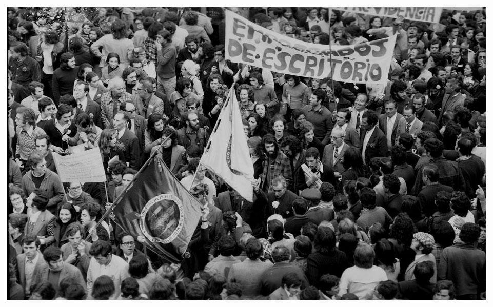 PORTUGAL : LA RÉVOLUTION DES OEILLETS