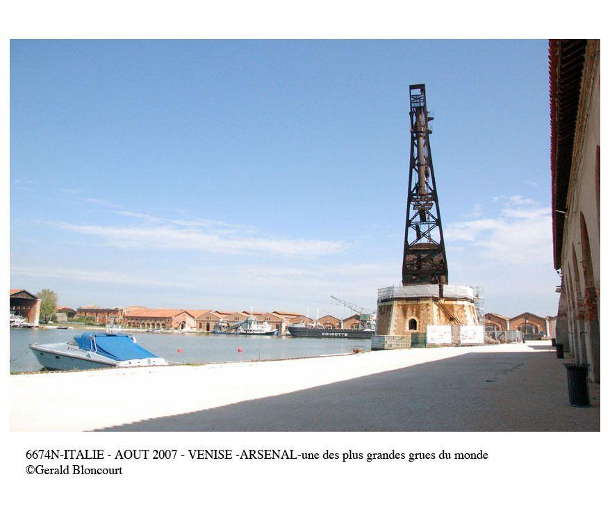 ITALIE (VENISE - ARSENAL- EXPO ART CONTEMPORAIN