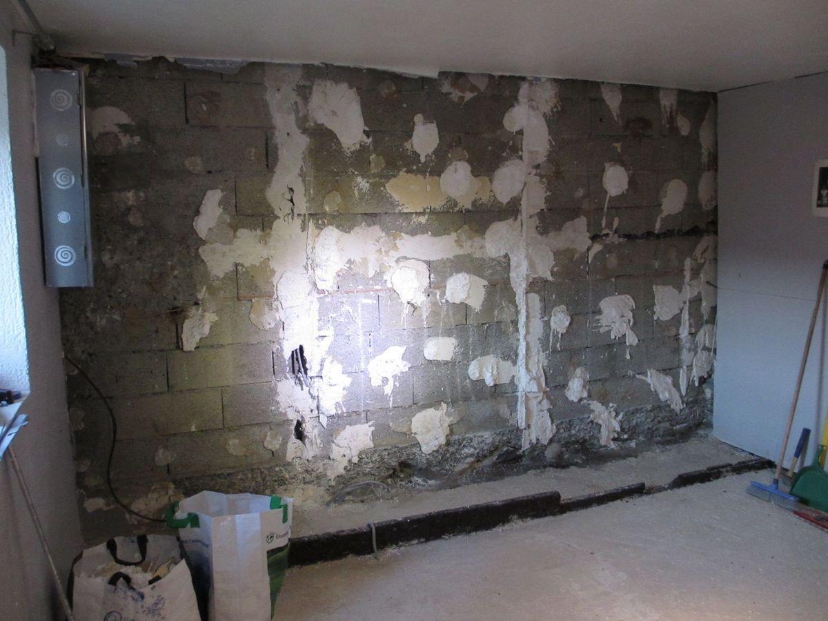 On distingue bien le mur monté sur la partie extérieur de la fondation