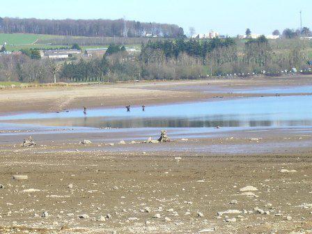 Vues du lac de Guerlédan en cours de vidange (Photos Alain bazin)