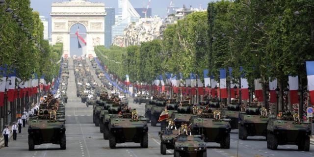 Le splendide défilé du 14 juillet ne saurait camoufler la réalité (AK)