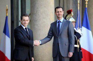 Assad reçu par Sarkozy à Paris.