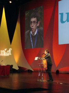 Le parti socialiste français soutient l'Ukraine brune par des moyens détournés.