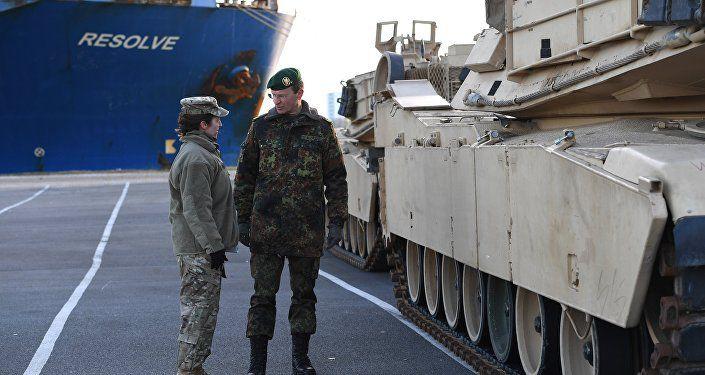 AP Photo/ Patrik Stollarz. Les chars US en Europe font peur aux Allemands