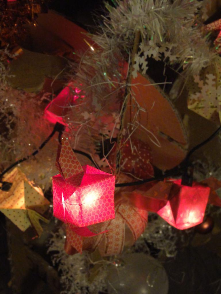 DIY : sapin en carton, décorations en papier et guirlande origami