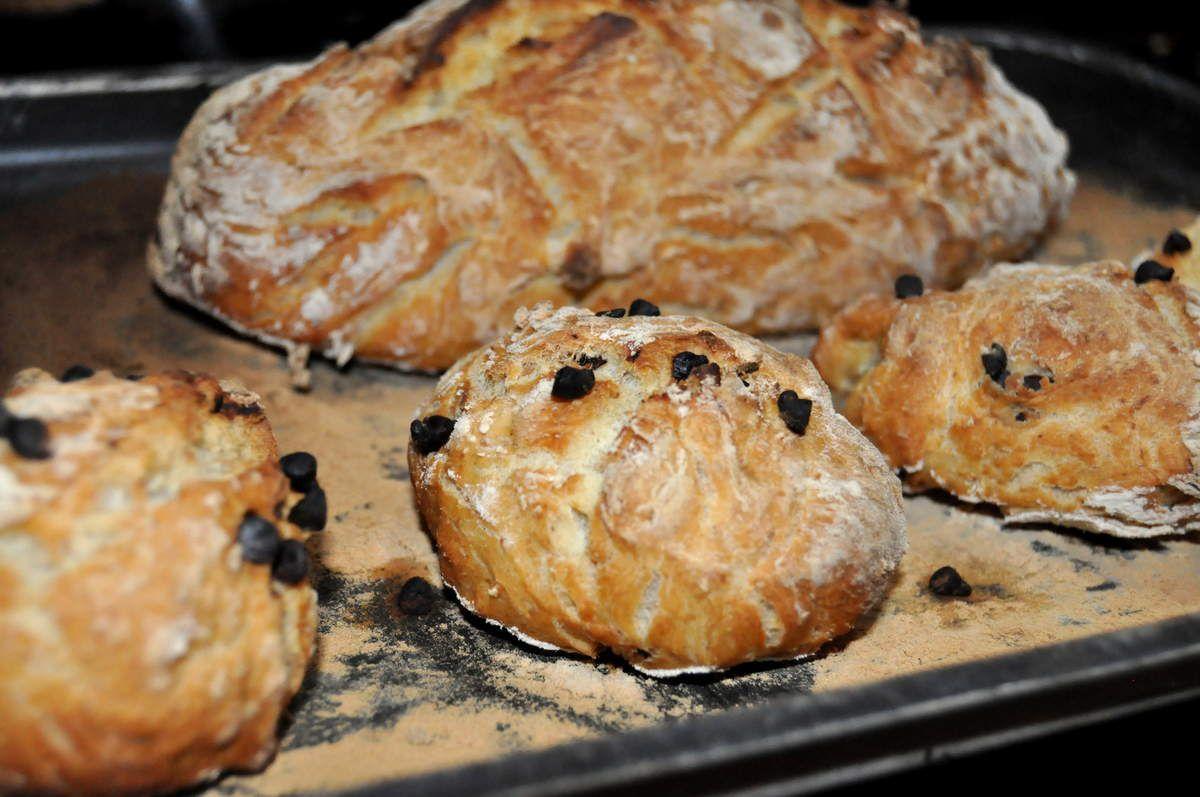 Quand j'ai fait mon pain, j'ai réservé la moitié du paton pour faire des pains individuels au chocolat pour les gouters de mon fils