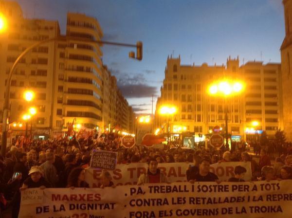 Des milliers de manifestants défilent dans plusieurs villes d'Espagne pour protester contre les mesures d'austérité prises par le gouvernement espagnol