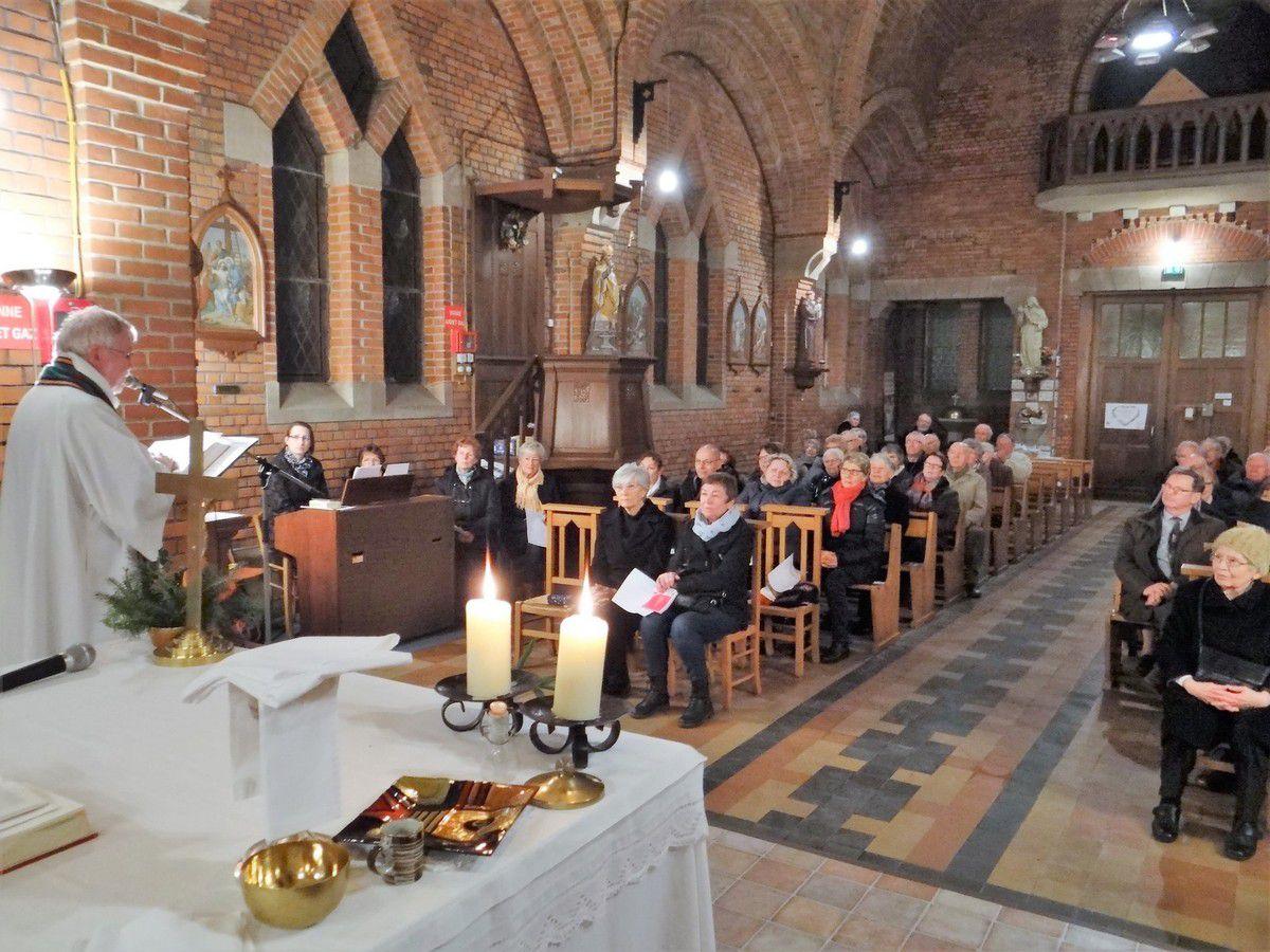 18H Assistance nombreuse pour la Messe à  l'église St Éloi de Thun St Amand
