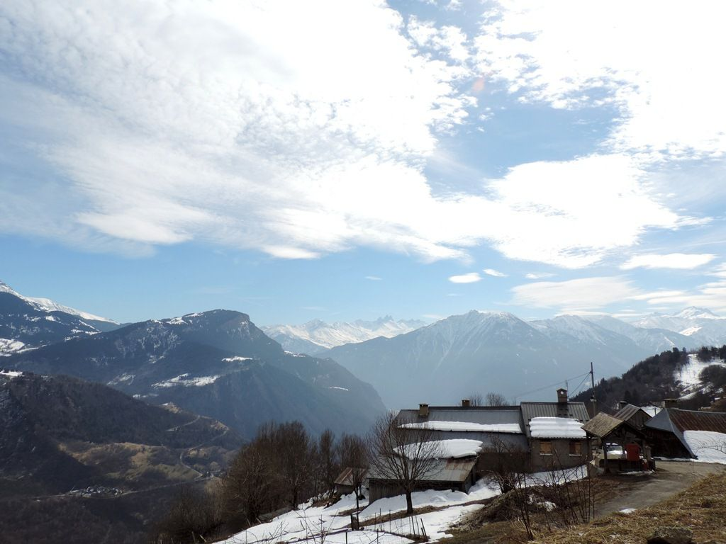 Le village du Mollaret et la station sous le Col de la Madeleine