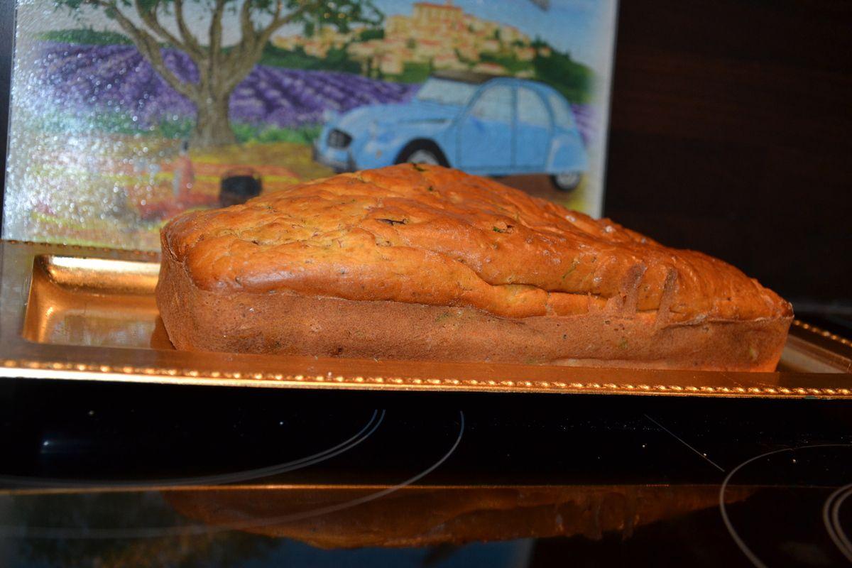 CAKE JAMBON ET AUX TOMATES CONFITES