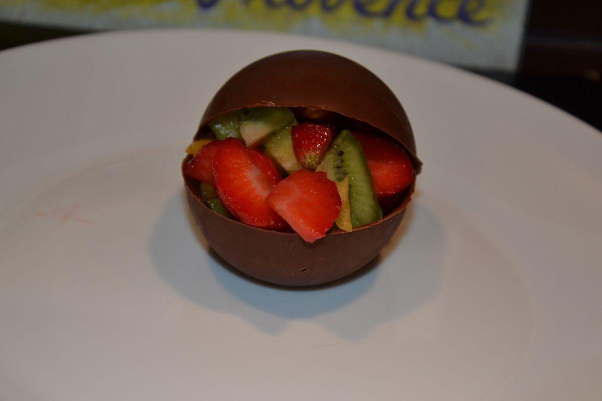 CORBEILLE DE CHOCOLAT AUX FRUITS DE SAISON