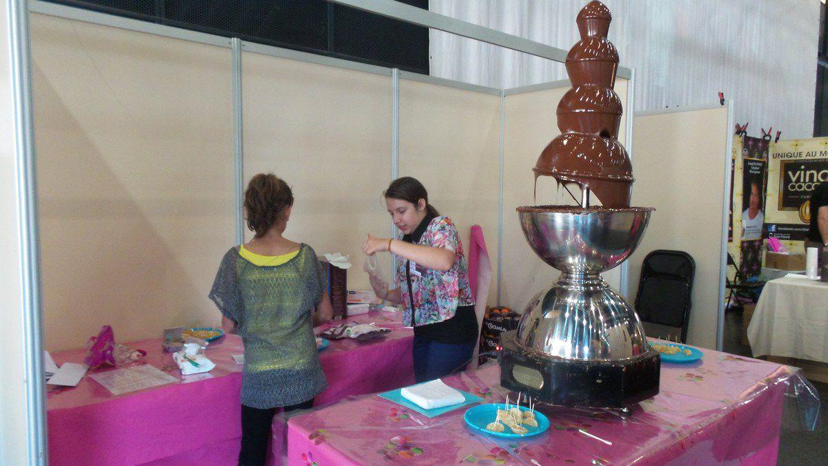 Fontaine géante à chocolat (guimauves et fruits frais à tremper)