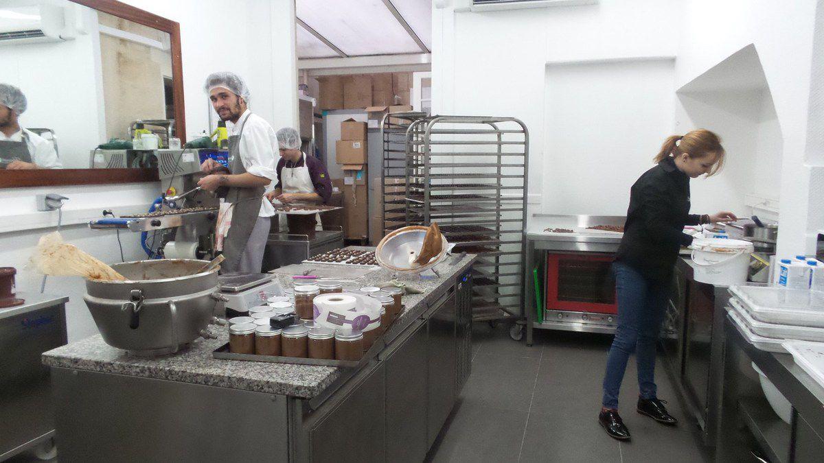 DEGUSTATION DE CHOCOLAT CHEZ HASNAÂ CHOCOLATIERE A BORDEAUX