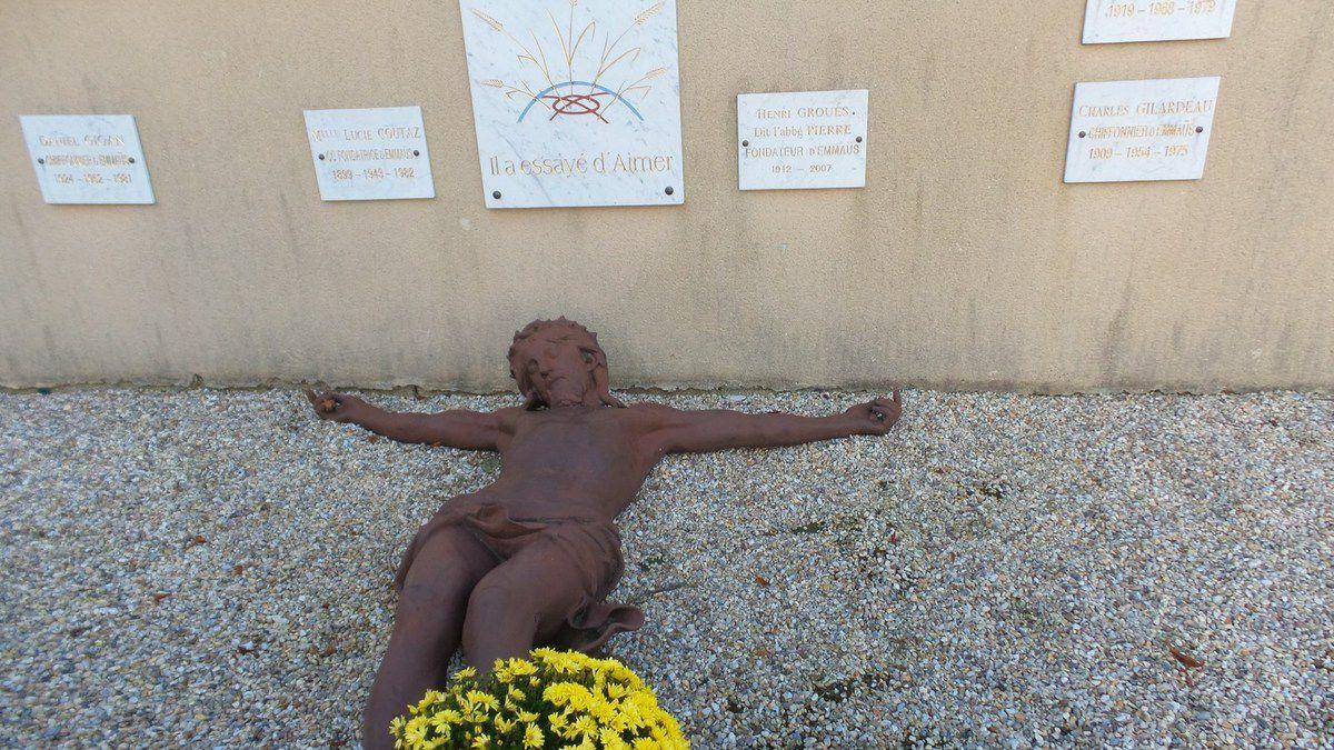 L'ABBE PIERRE - MAISON EMMAUS A ESTEVILLE