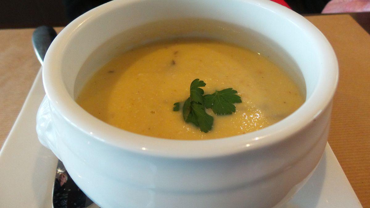 Soupe de panais et pommes vanillées au foie gras pour Jean