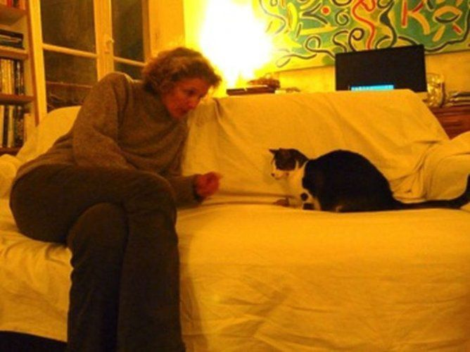 La femme qui parle à l'oreille des animaux