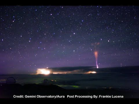 Des employés d'un observatoire à Hawaï ont fait une vidéo d'un énorme éclair frappant le sommet d'une montagne