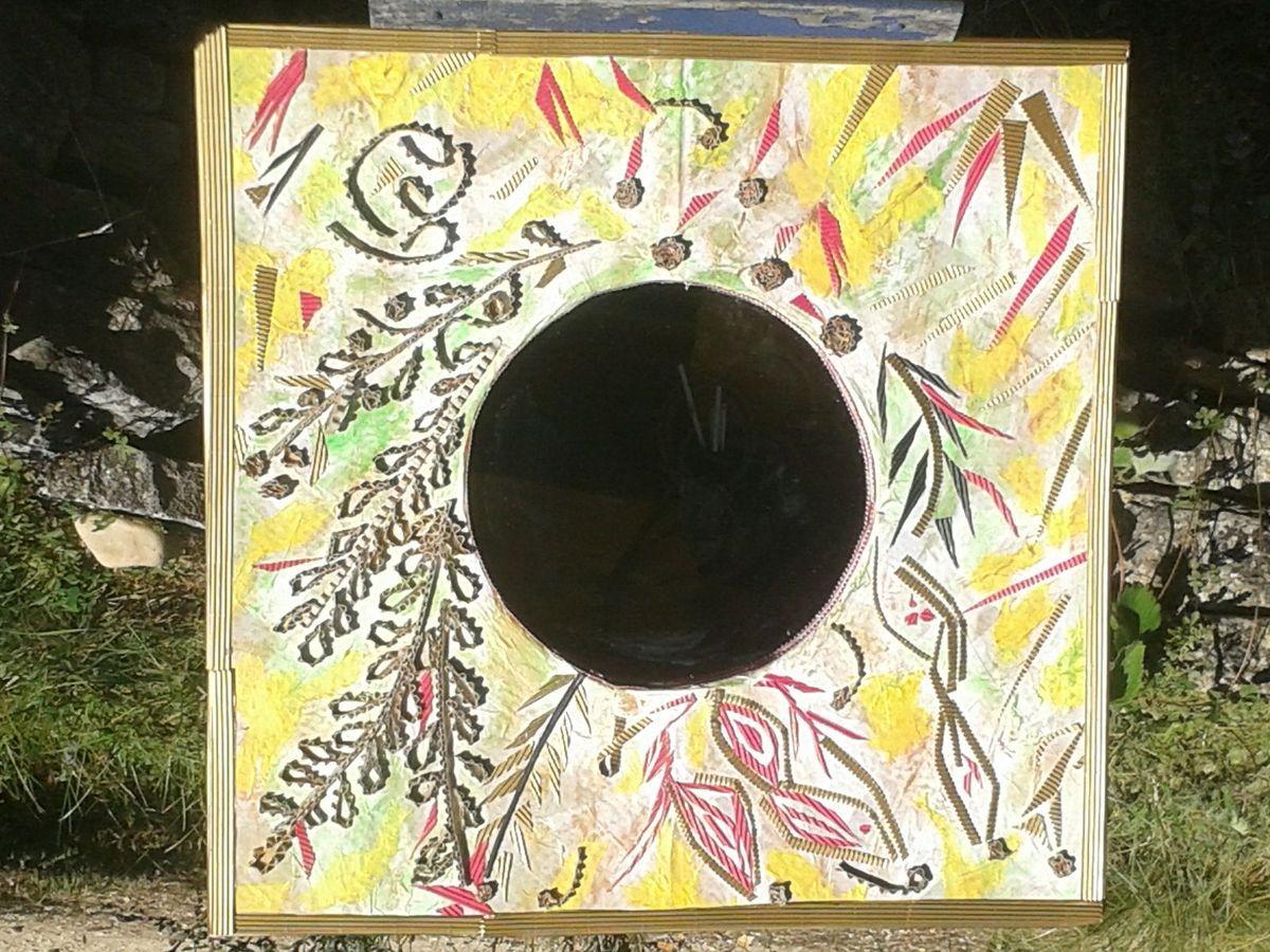 un miroir très printanier et un petit meuble musique en souvenir d'une amie disparue cet été.