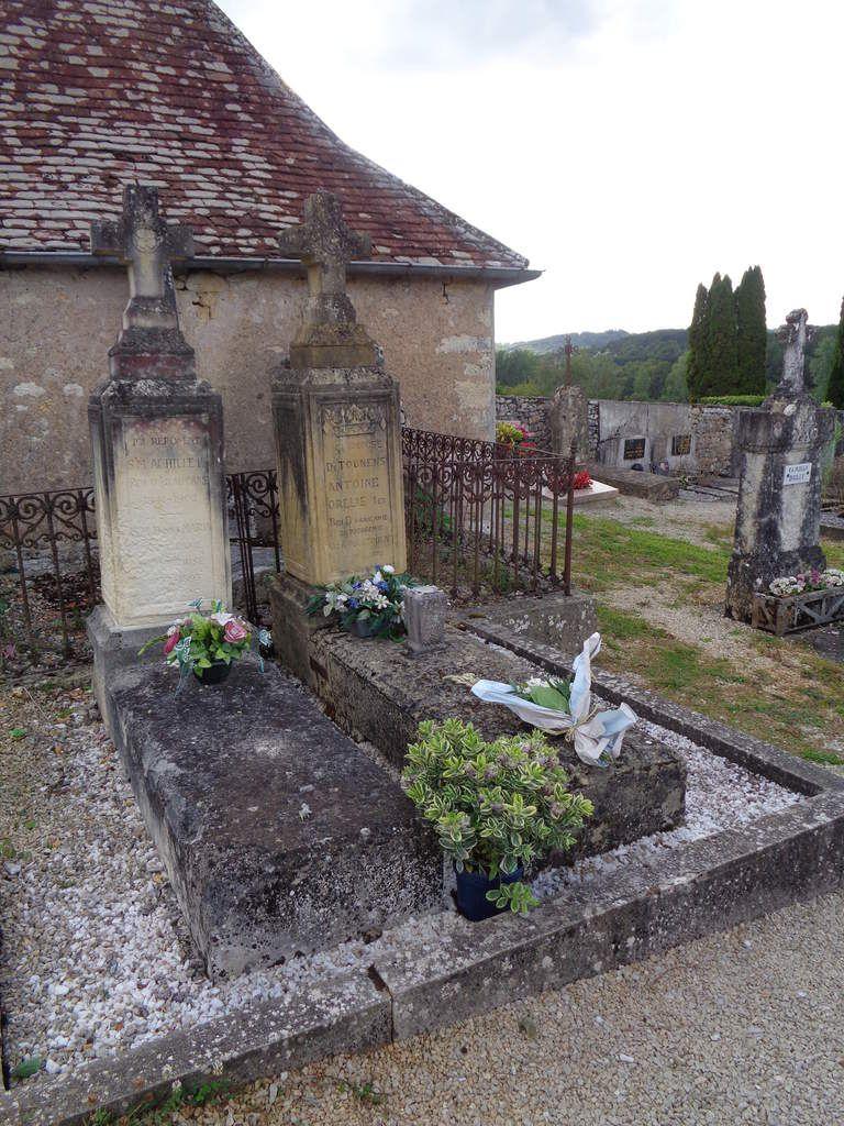 Les Tombes Royales du cimetière de Tourtoirac après les cérémonies du 23 août 2014.