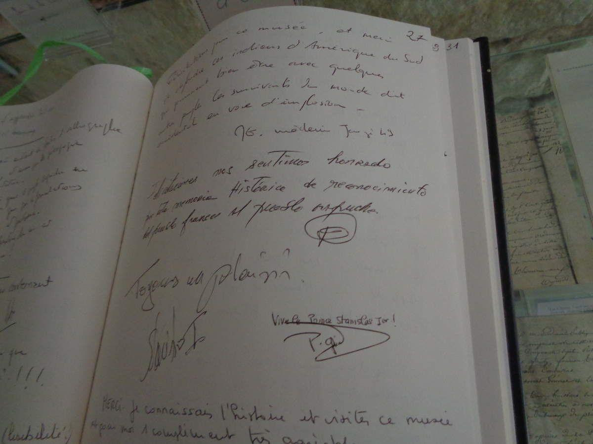 Dans le livre d'or du Musée, une mention apposée par un fidèle de la Maison Royale.