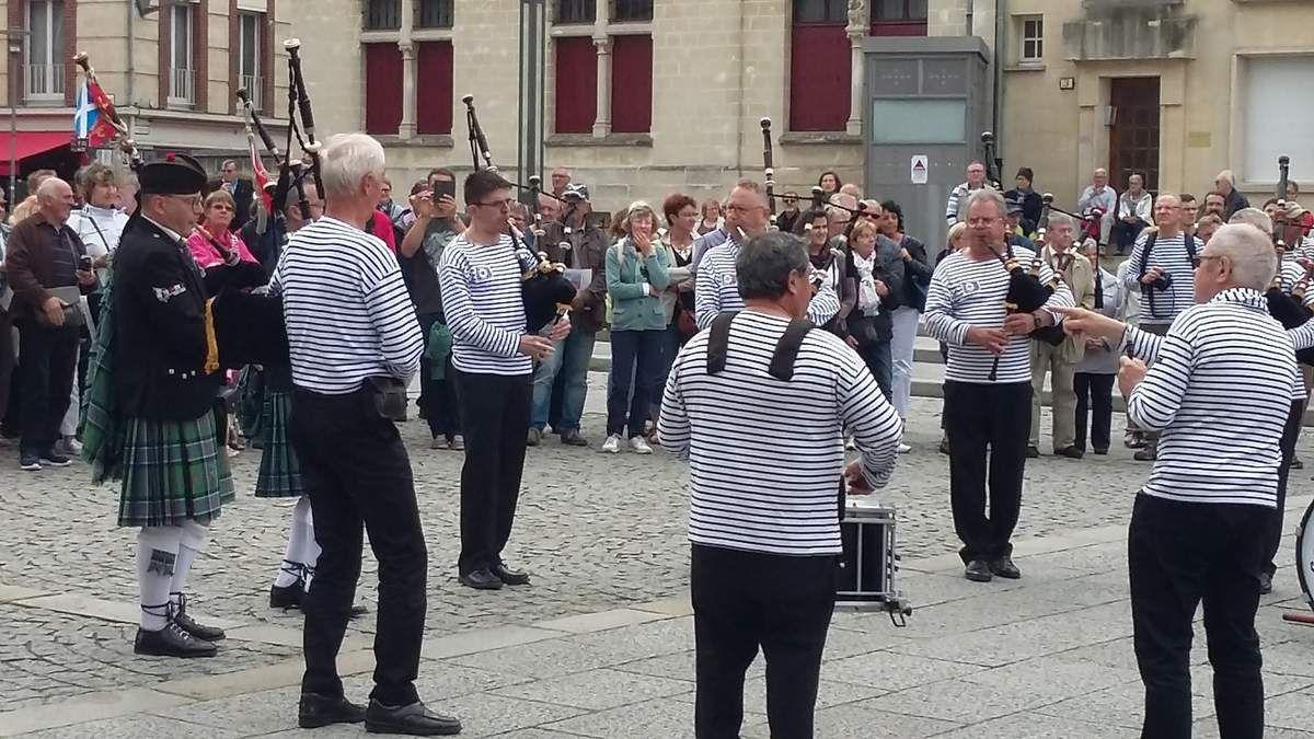 Juillet 2016 Des Cornemuses à Amiens pour le Centenaire
