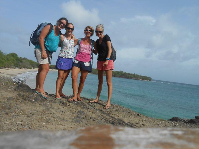Sarah, Virginie et Marie, en route pour les Salines, à pieds !