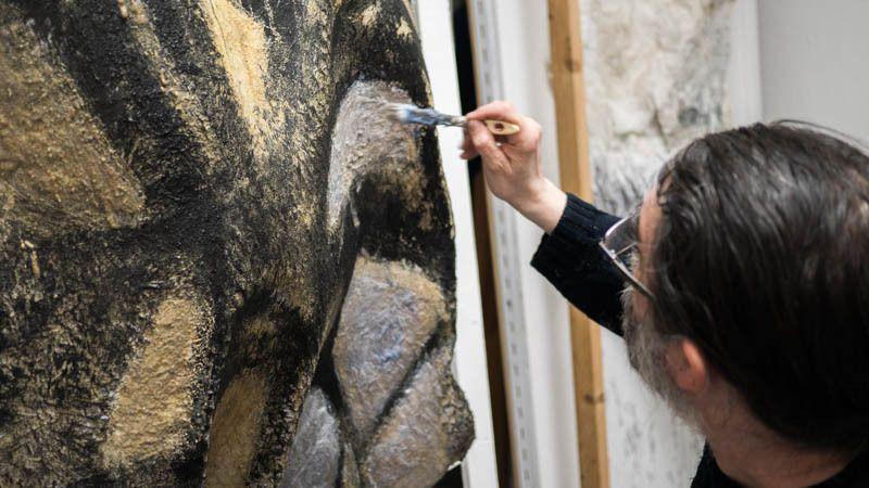 Comment évoquer l'art pariétal sans le réduire mais en l'actualisant, en le réactivant dans un geste contemporain ?