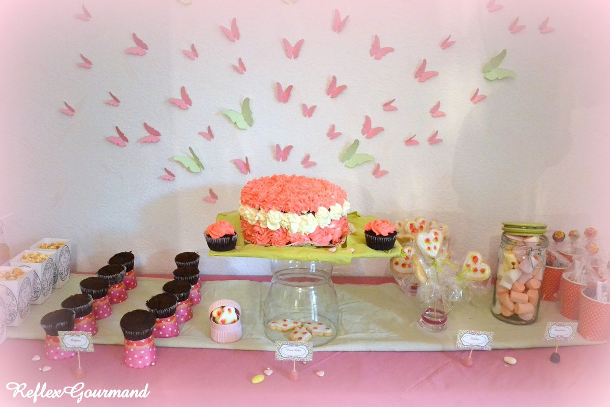 Sweet table so girly!