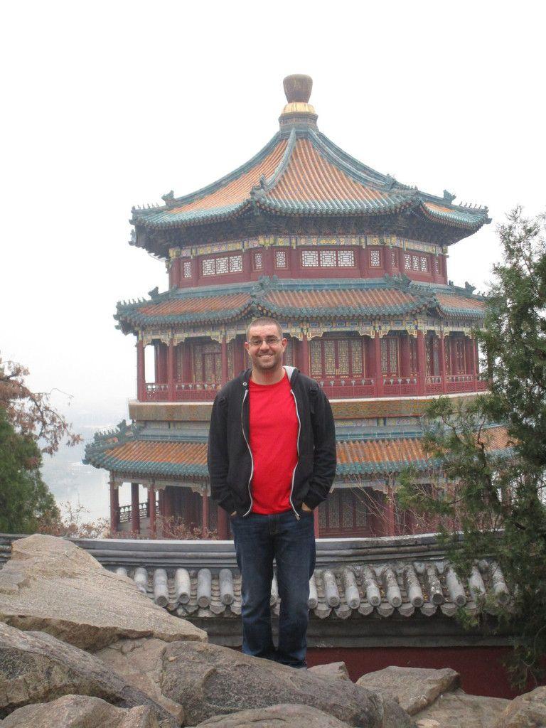 mick devant une pagode