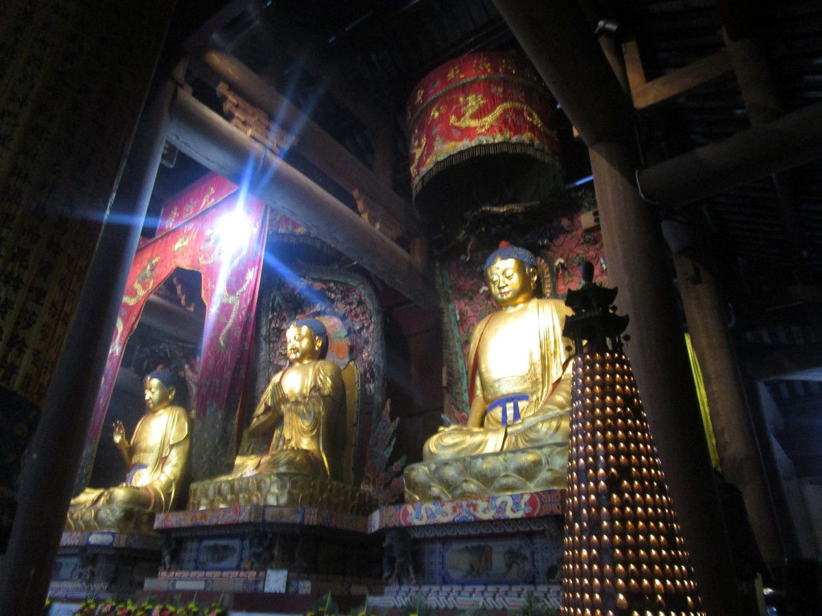 a linterieur dun temple
