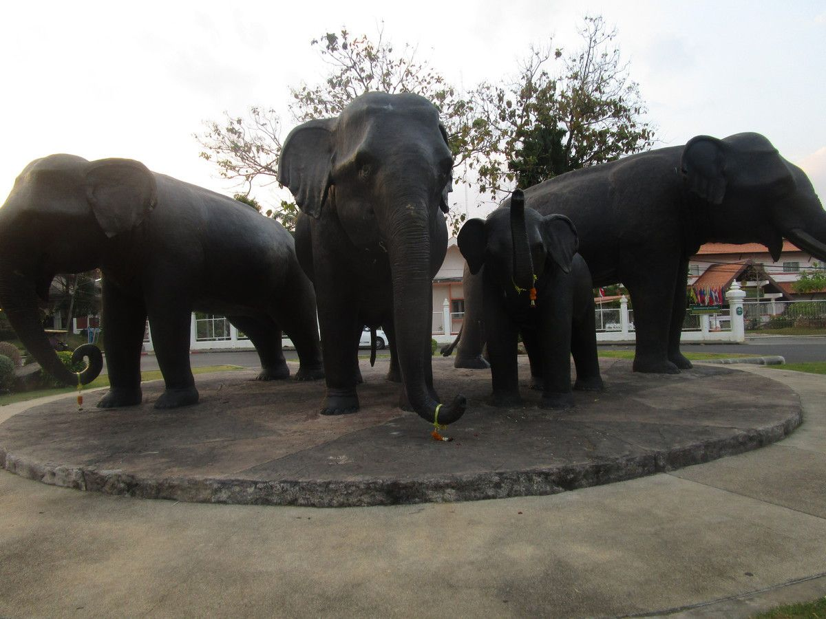 sculpture d'elephants