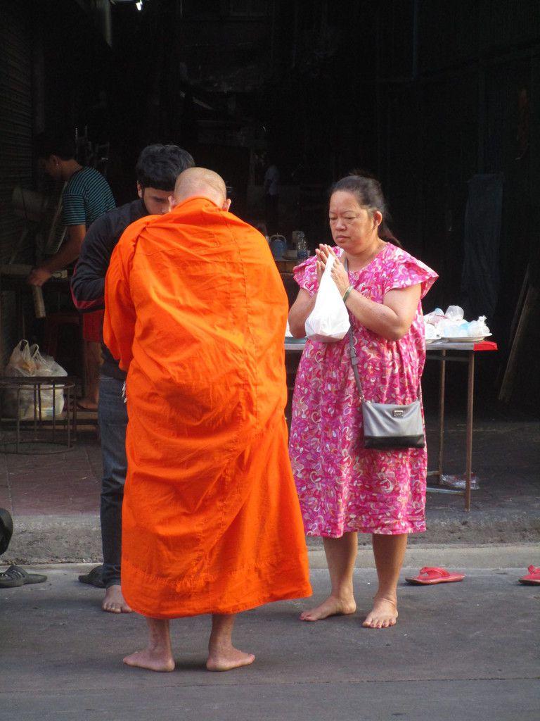 la donation des repas aux moines