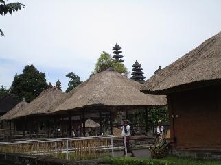 Toujours dans les jardins du temple