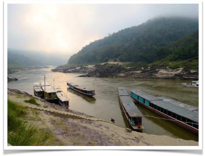 En bateau lent sur le Mekong