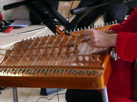 Oxana au cymbalum et Anna au piano. deux musiciennes talentueuses de Bielorussie.
