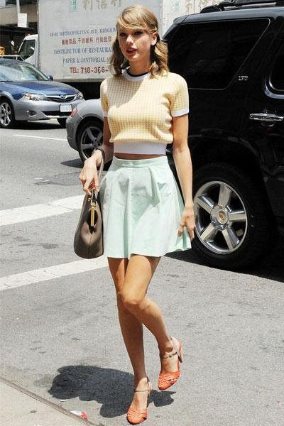 How Did Taylor Swift Dress Sweater Crop Top With Flare Skirt My Favorite Lodge Over Blog Com