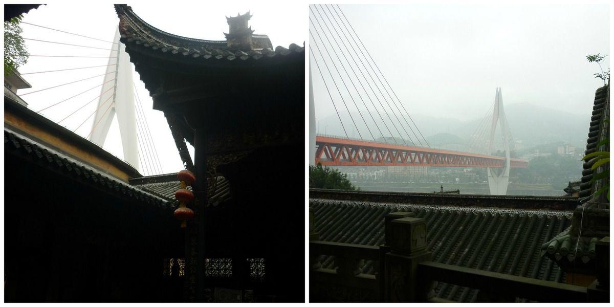 Le contraste étonnant, un pont moderne construit a proximité de ce temple datant de 1759.