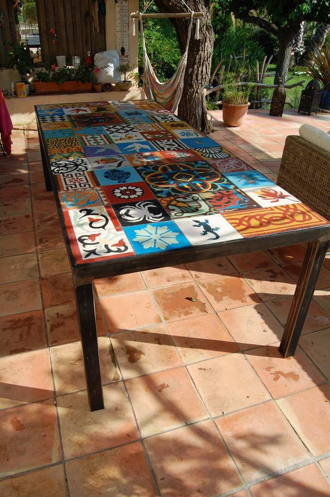 table basse avec carreaux de ciment