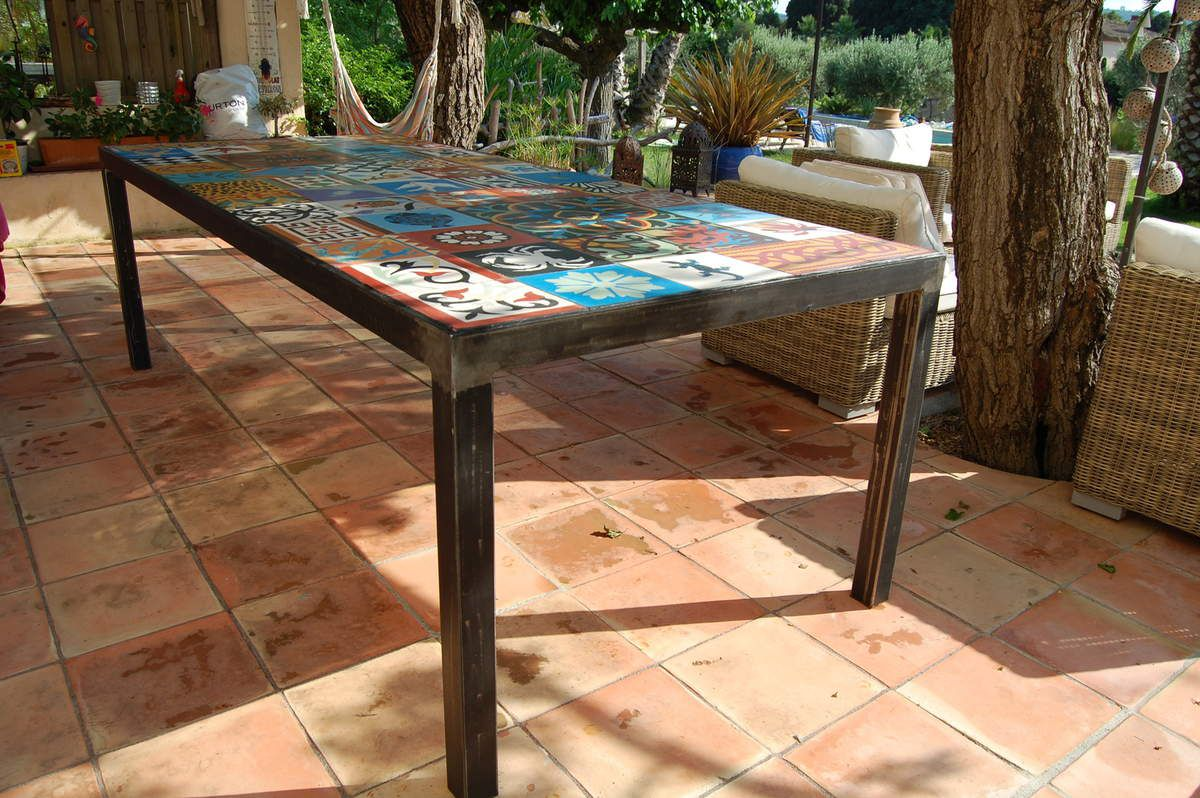 Table diner m tal et carreaux de ciment atelier for Table exterieur sur mesure