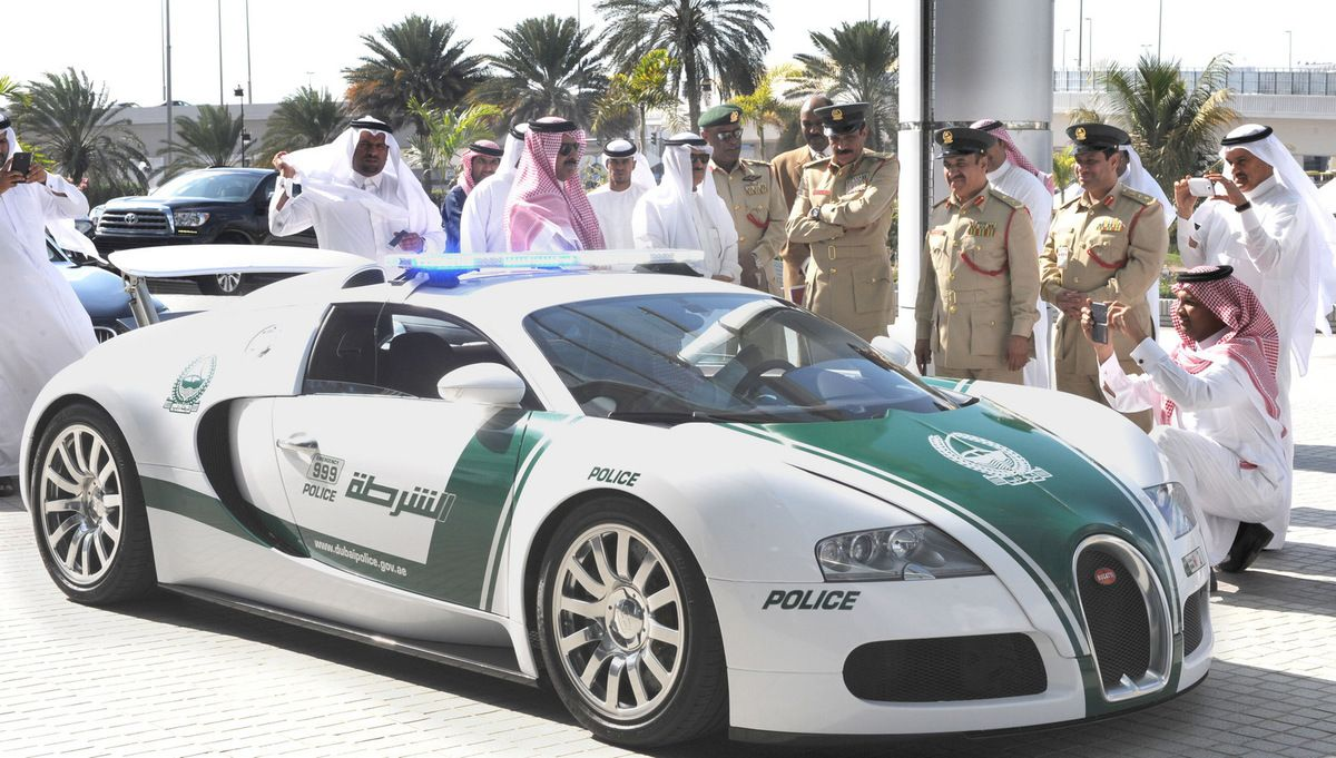 les incroyables voitures de police de dubai ultimate supercars. Black Bedroom Furniture Sets. Home Design Ideas