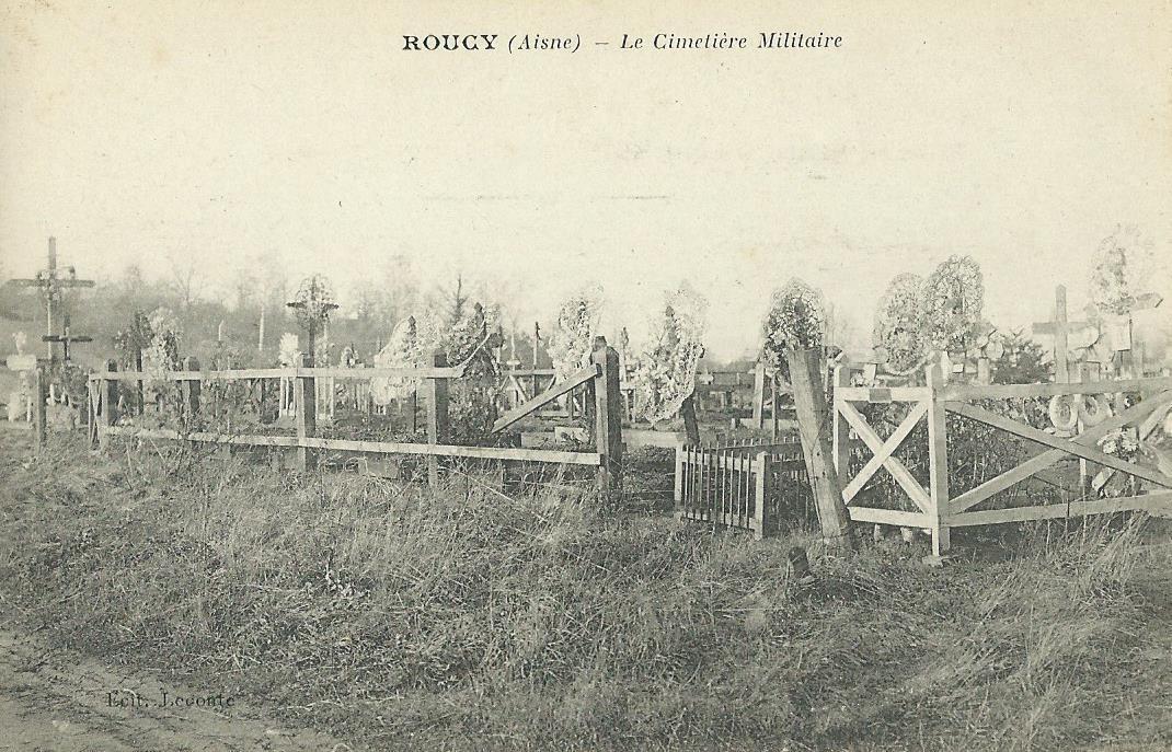 Le cimetière militaire provisoire pendant la guerre.