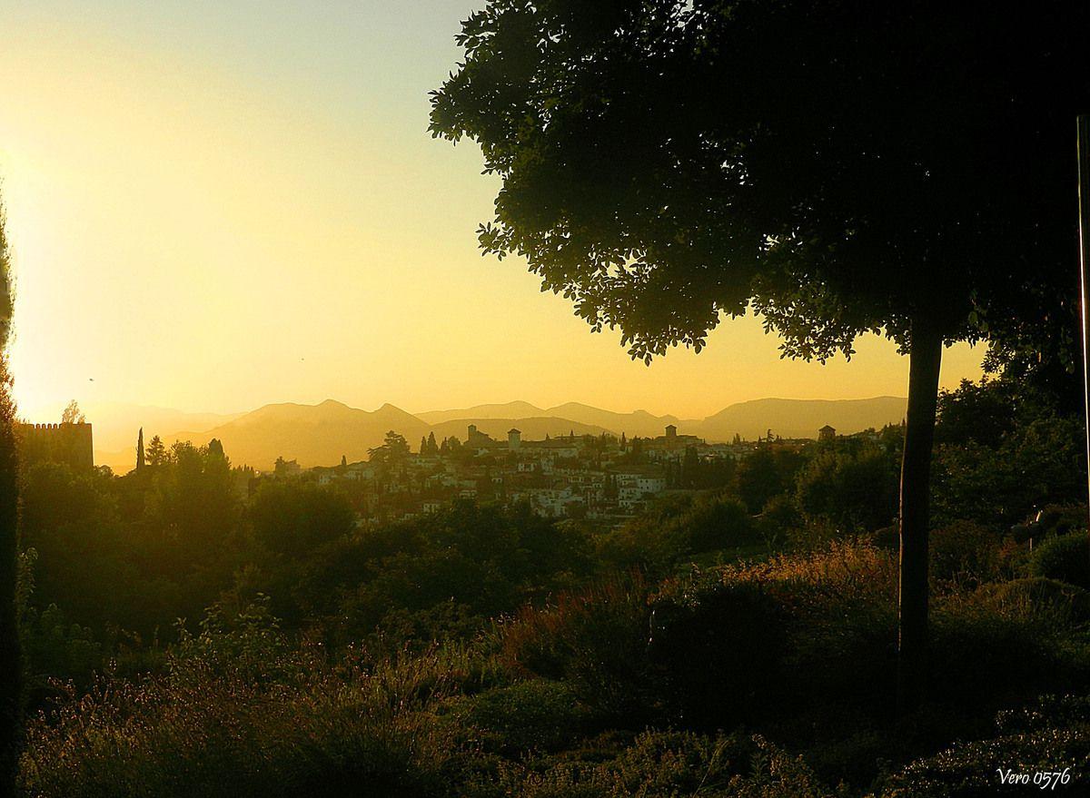 Puesta de sol en el Albaicín, desde el Generalife