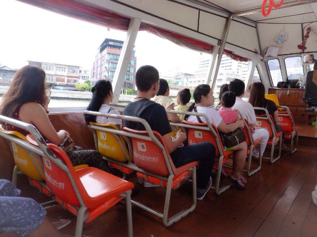 Le Chao Phraya Express est un système de bateaux bus sur le fleuve Chao Praya. C'est une des solutions de transport de Bangkok, plus agréable que le bus et le Tuk Tuk.
