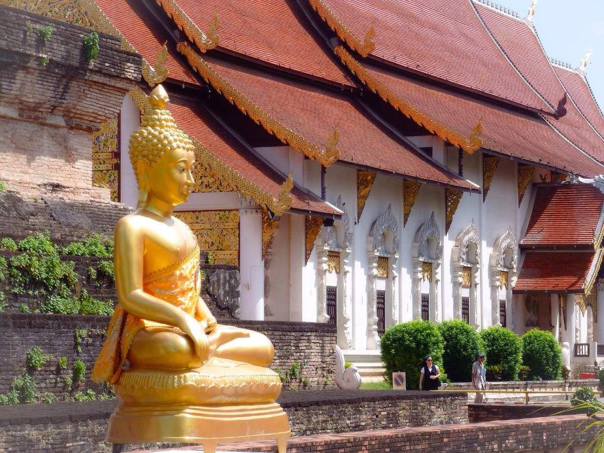 36 temples dans l'enceinte même de la vieille ville, temples incontournables comme le Wat Chedi Luang, Wat Pra Singh, Wat Chiang Man, Wat Pan Tao ... et plus de 90 en périphérie tous plus beaux les uns que les autres.