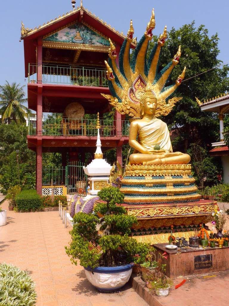 Petite semaine à Vientiane. Moins de charme que  Luang Prabang mais peut-être plus authentique. Les avis sont partagés, mais tout le monde est d'accord sur sa richesse culinaire.