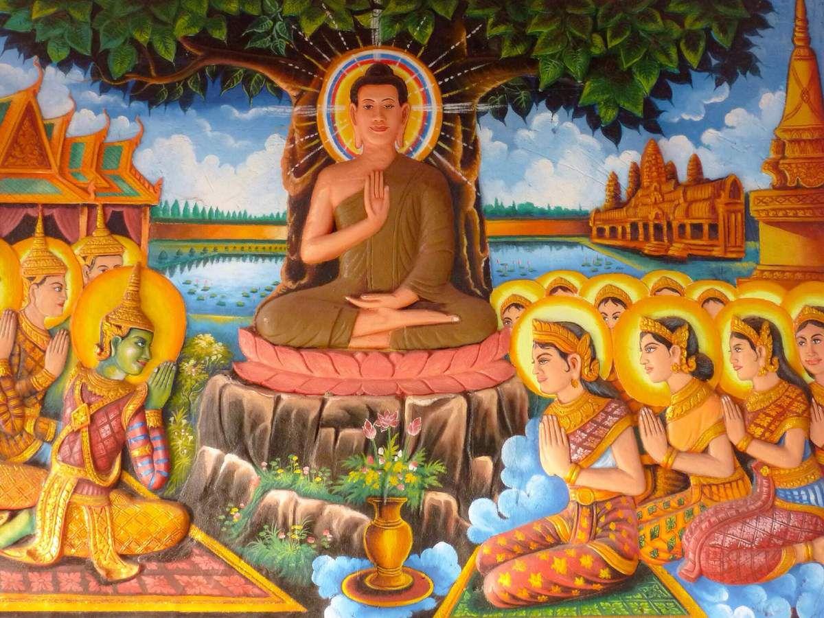 Vat Preah Prohm Roth. Beau temple, calme, en plein centre-ville, on y trouve une superbe fresque, quoiqu'un peu kitsch peut-être, retraçant la vie de Bouddha.
