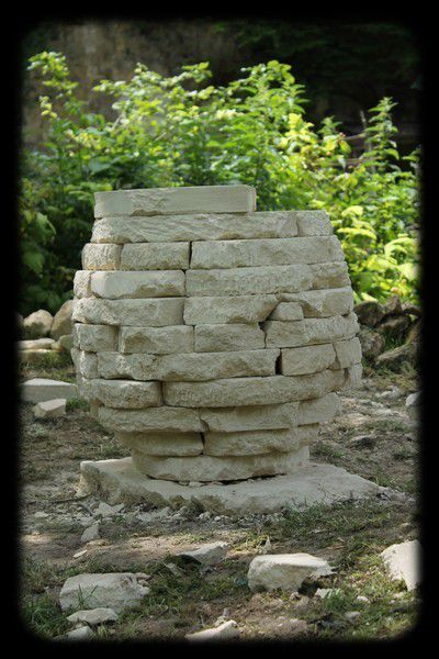 Biennale de la pierre : ponte d'un oeuf