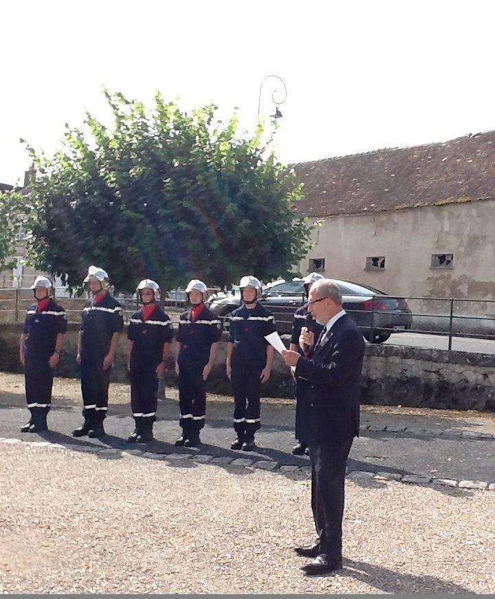Le Maire monsieur Guillon-Cottard en train de lire son discours